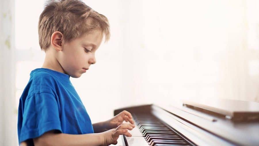 تمرین موسیقی کودک در خانه